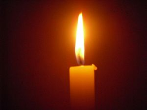 800px-Candle_Light